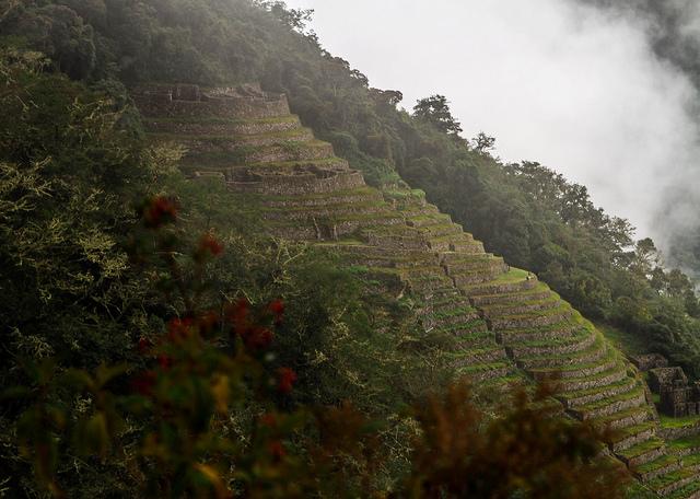 inca-trail-inca-ruins